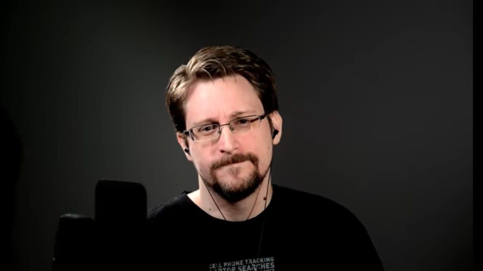 [Lu Ailleurs] Edward Snowden livre tout
